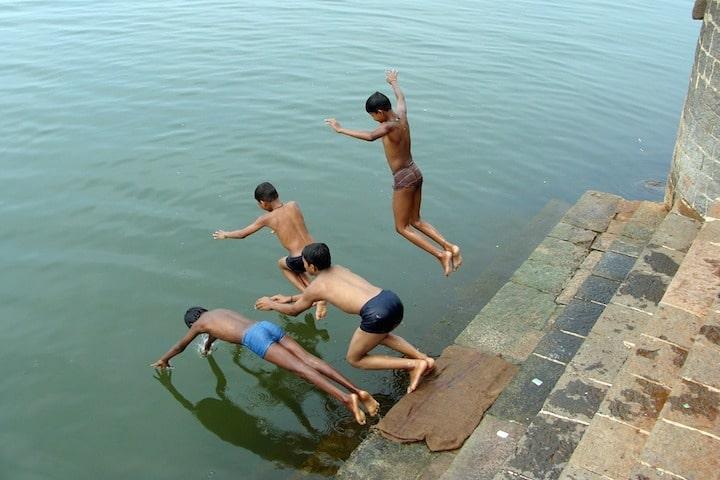 enfants - Inde -nage- pauvreté