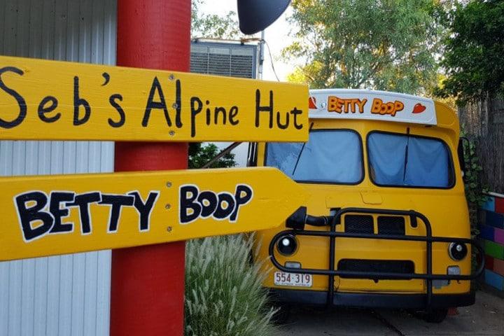 Chambre bus aménagé, Alice's Secret -auberges de jeunesse insolites en Australie