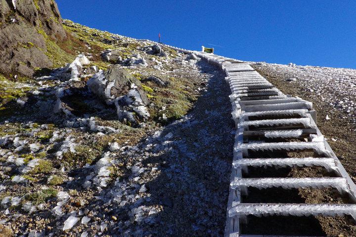 Les escaliers gelés du Taranaki à la fin de l'automne ©Martin Lopatka